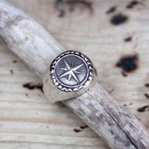 anillo para hombre estrella plata - hecho a mano en XXL Hardwear Barcelona - bisutería antialérgica - bisutería para hombre - anillos para hombre